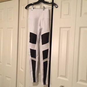 Alo hi waist white & black Moto legging sz xs